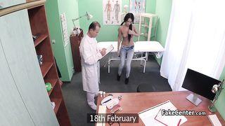 Русская пациентка у врача была трахнута на приёме