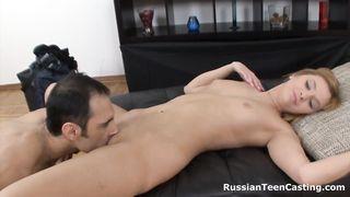 Русскую рыжую девушку жестко имеют на кастинге в Питере