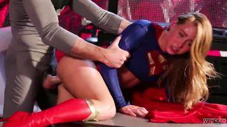 Похотливый Бэтмен обиделся на Супермена и отодрал его жену