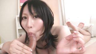 Самые красивые японки эротично исполняют минет